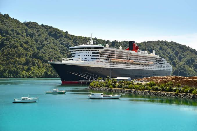 cruise-ship-in-picton